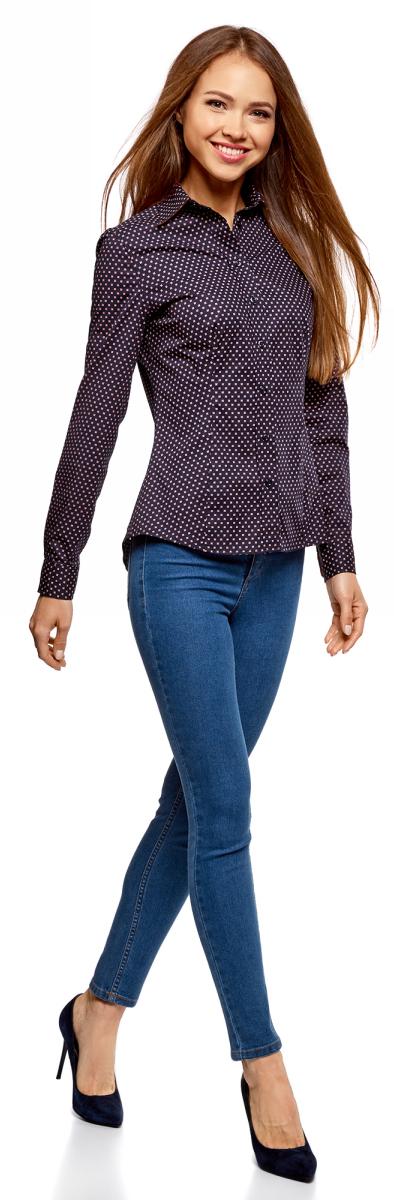 Рубашка женская oodji Collection, цвет: темно-синий, ярко-розовый. 21402212/14885/794DG. Размер 40-170 (46-170)21402212/14885/794DGПрямая блузка с длинными рукавами из принтованного хлопка. Модель классического кроя с рубашечным воротником, застежкой спереди и манжетами на пуговицах. Блузка сшита из натуральной хлопковой ткани – она дышит, приятна на ощупь, не электризуется и не вызывает аллергии. Блузка из хлопка – прекрасная одежда на каждый день, она комфортна и практична в уходе. Такая блузка отлично сидит на любой фигуре. Красивый этнический принт делает простую блузку интересной и оригинальной. С ней вы сможете составить бесчисленное количество стильных ансамблей. Блузка прекрасно комбинируется с большинством вещей из базового гардероба. К ней подойдут прямые и зауженные брюки, узкие юбки разной длины, жакеты и кардиганы. Она хорошо смотрится в многослойных образах в стиле хиппи – футболка, надетая под низ, блузка, жилет крупной вязки и замшевая юбка или джинсы. Сапоги, стильный ремень и сумка через плечо завершат образ. Хлопковая блузка с этническим принтом – просто находка для тех, кто любит добавить изюминку в повседневный стиль.
