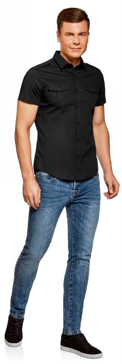 Рубашка мужская oodji Lab, цвет: черный. 3L410094M/23453N/2900N. Размер M-182 (50-182)3L410094M/23453N/2900NРубашка с короткими рукавами и нагрудными карманами. Воротник классический, на плечах декоративные погоны на пуговицах. Рубашка с погонами – всегда беспроигрышный вариант, если вы хотите надеть что-то менее официальное и классическое. Накладные карманы выполняют скорее декоративную функцию. Не стоит нагружать их разными предметами. Рубашка прямого силуэта, слегка приталенная. Ее можно носить заправленной или навыпуск. Такая модель идет мужчинам разной комплекции и роста. Элегантная рубашка – прекрасный вариант для базового гардероба. Ее можно использовать при создании делового или повседневного лука. Рубашка сочетается с прямыми и зауженными брюками, хорошо смотрится с джинсами. В жаркие дни рубашку можно надеть с шортами до колен. В таком образе можно отправиться на вечеринку или загородный отдых.
