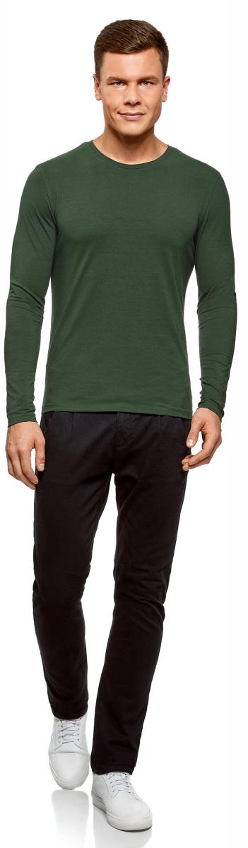 Футболка мужская oodji Basic, цвет: темно-зеленый. 5B512004M/46737N/6900N. Размер S (46/48)5B512004M/46737N/6900NСтильная футболка прямого покроя из хлопка. Круглый вырез окантован трикотажной тесьмой. Благодаря свободному крою футболка не сковывает движений, свободно сидит на фигуре. Мягкая, приятная к телу хлопковая ткань отлично сохраняет тепло и позволяет коже дышать. Такая вещь незаменима для прохладных вечеров. Ее можно надевать под жакет, жилет или куртку. Модель отлично сочетается с вещами в спортивном стиле. Ее можно комбинировать с джинсами или шортами. К этому можно добавить мокасины, кроссовки или кеды. Эта стильная и удобная вещь подходит для прогулки, похода в спортзал или клубной вечеринки. Незаменимая вещь для вашего гардероба.
