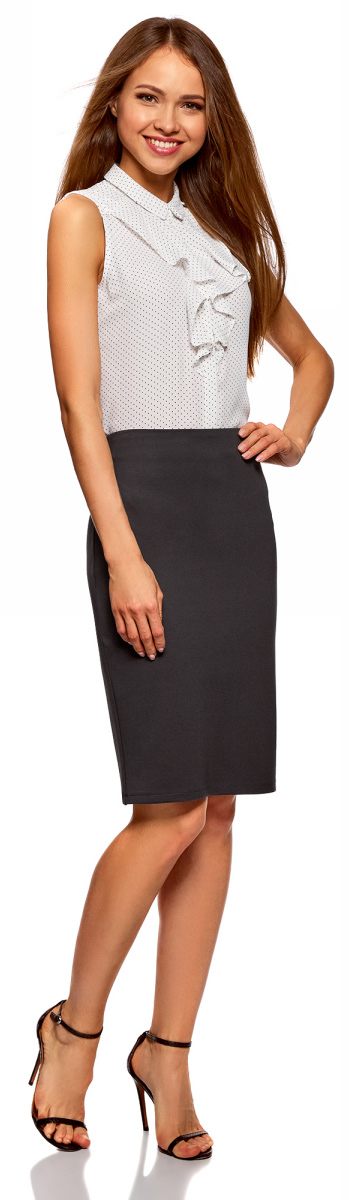 Юбка женская oodji Collection, цвет: темно-серый. 24101049B/45248/2500N. Размер XS (42)24101049B/45248/2500NПрямая трикотажная юбка со шлицей. Пояса нет, застежка на скрытую молнию сзади. Строгая и лаконичная юбка из вискозного трикотажа красиво смотрится на любой фигуре. Модель длиной до середины колена визуально стройнит и удлиняет ноги. Эффект усиливается с обувью на высоком каблуке.Элегантная прямая трикотажная юбка идеально подойдет для офисных луков. В сочетании с заправленной блузкой и широким ремнем вы получите женственный и сексуальный образ. Надев юбку с объемным джемпером и ботинками – более комфортный лук на каждый день. В таком образе можно пойти в гости, отправиться по магазинам или на свидание. Прямая трикотажная юбка сможет разнообразить ваш гардероб и подойдет для разных ситуаций!