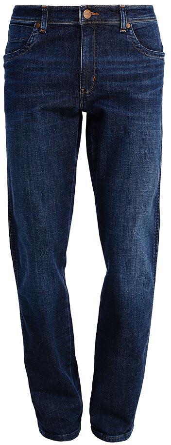 Джинсы мужские Wrangler Texas, цвет: темно-синий. W1219237W. Размер 34-36 (50-36)W1219237WСтильные мужские джинсы Wrangler Texas- джинсы высочайшего качества на каждый день, которые прекрасно сидят.Модель прямого кроя и средней посадки изготовлена из высококачественного хлопка с небольшим добавлением эластана. Джинсы спереди застегиваются на металлическую пуговицу и имеют ширинку на застежке-молнии. На поясе предусмотрены шлевки для ремня. Спереди модель дополнена двумя втачными карманами и одним небольшим секретным кармашком, а сзади - двумя накладными карманами. Джинсы оформлены декоративной прострочкой, металлическими заклепками и стильной фирменной нашивкой на одном из задних карманов.