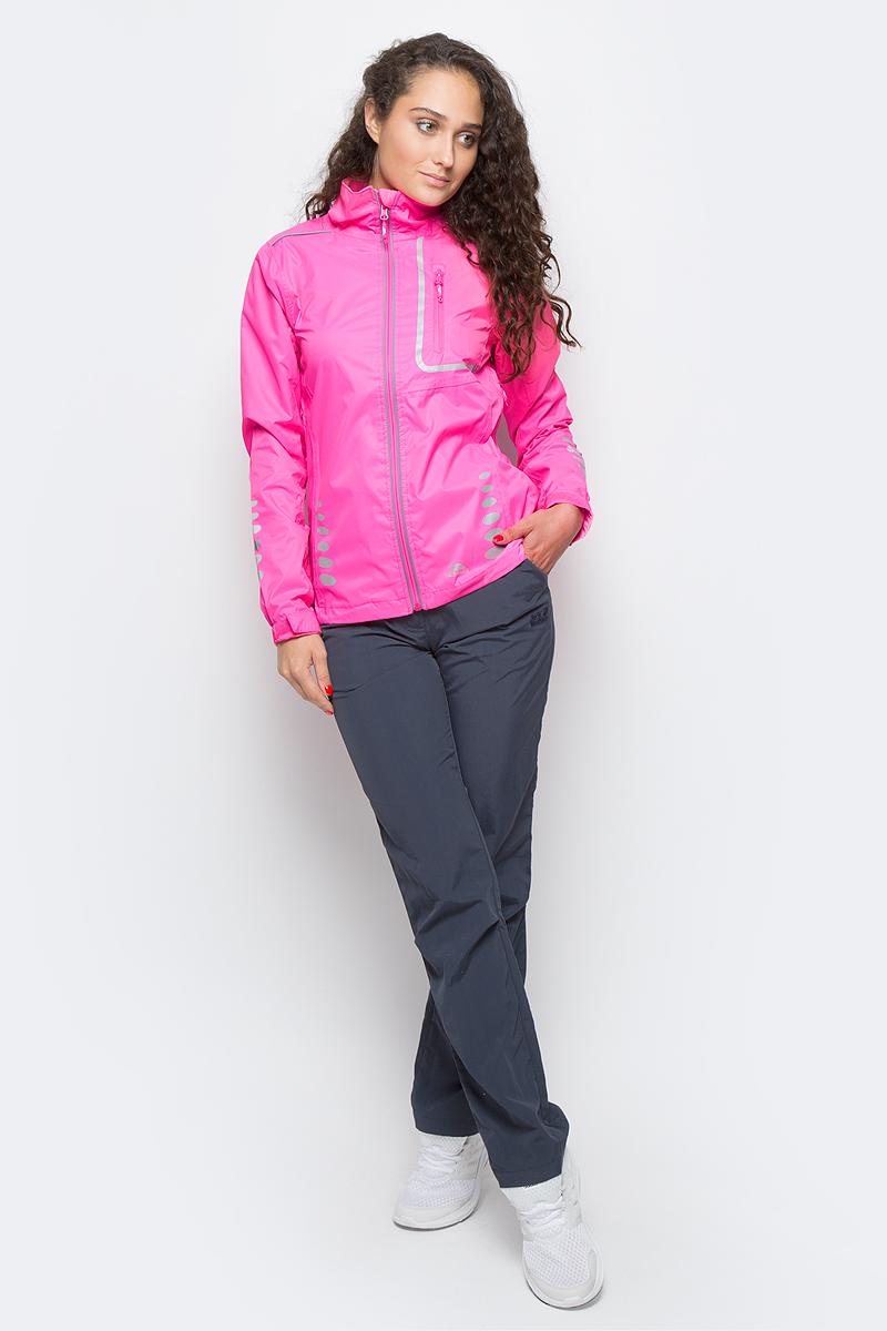 Ветровка для велоспорта женсская Trespass Fairing, цвет: розовый. FAJKRAK20018. Размер M (46)FAJKRAK20018Великолепная женская куртка Trespass Fairing из мембранного материала с показателями водонепроницаемости 5000мм, дышимости 5000г/м2/24ч для занятия велоспортом. Модель с длинными стандартными рукавами и воротником-стойкой. Спереди застегивается на молнию и дополнена нагрудным прорезным карманом на молнии. Имеются светоотражающие вставки.
