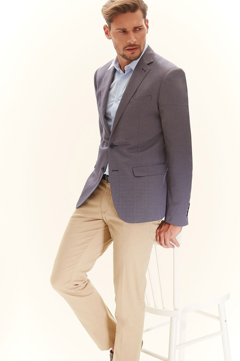 Пиджак мужской Top Secret, цвет: светло-серый. SMR0262GR. Размер 52SMR0262GRМужской пиджак Top Secret изготовлен из высококачественного комбинированного материала. Подкладка пиджака выполнена из материала с полосатым принтом. Пиджак с воротником с лацканами и длинными рукавами застегивается на две пуговицы. Манжеты рукавов также дополнены декоративными пуговицами. Пиджак имеет два накладных кармана с клапанами и нагрудный кармашек спереди. На спинке предусмотрена шлица.