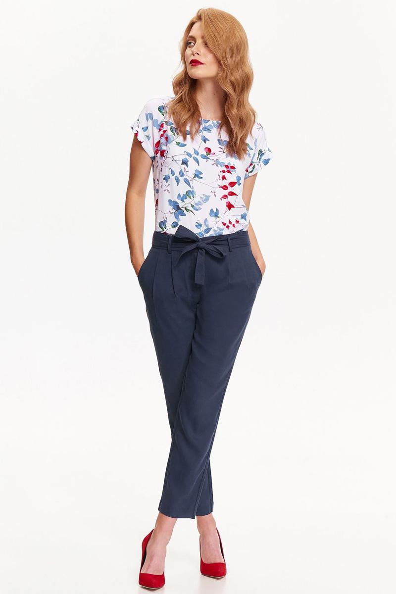 Брюки женские Top Secret, цвет: темно-синий. SSP2554GR. Размер 34 (42)SSP2554GRЖенские брюки Top Secret выполнены из высококачественного лиоцелла. Укороченная модель в поясе застегивается на крючок, имеется ширинка на молнии и текстильный пояс. По бокам брюки дополнены втачными карманами, сзади – прорезными.