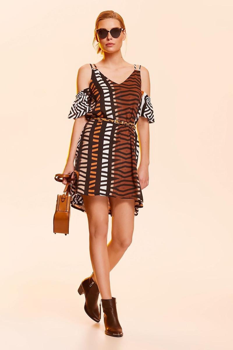 Платье Top Secret, цвет: белый, черный. SSU1980BI. Размер 40 (48)SSU1980BIСтильное платье Top Secret выполнено из натуральной вискозы. Модель мини длины на широких бретелях дополнена пришивными рукавами-крылышками, при этом плечи остаются открытыми.