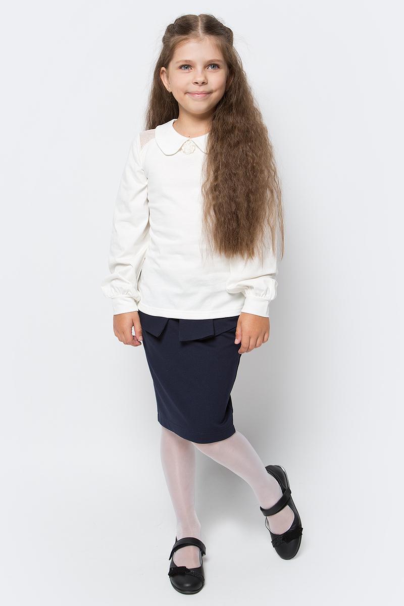 Блузка для девочки Nota Bene, цвет: молочный. SJR270452A17. Размер 122SJR270452A17/SJR270452B17Блузка для девочки Nota Bene выполнена из эластичного хлопка. Модель с отложным воротником и длинными рукавами застегивается сзади на пуговицу. Блузка оформлена на плечах гипюровыми вставками. На рукавах предусмотрены манжеты. Спереди изделие украшено декоративным цветком.