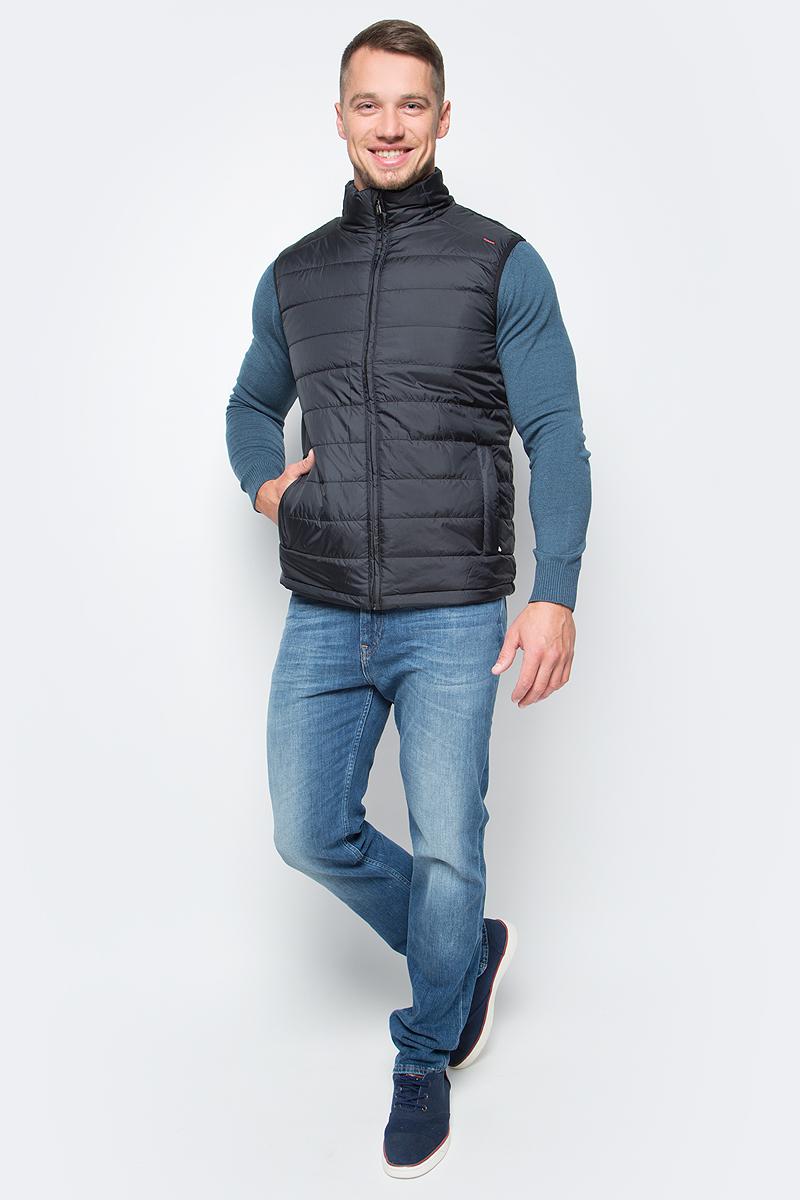 Жилет утепленный мужской Baon, цвет: черный. B657702_Black. Размер XL (52)B657702_BlackУтепленный базовый жилет от Baon осенью можно носить как верхнюю одежду, а зимой поддевать под пальто или куртку в качестве дополнительного источника тепла. Проймы изделия окантованы эластичной бейкой. Объем нижней части жилета регулируется при помощи кулиски с утяжкой. По бокам расположены карманы на молнии, внутри - потайной карман на молнии и карман с пуговицей.