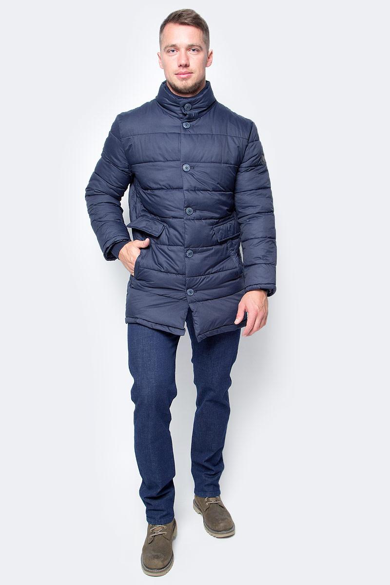 Куртка мужская Baon, цвет: синий. B537554_Deep Navy. Размер S (46)B537554_Deep NavyКакие бы погодные сюрпризы не подбросила вам осень, с этой курткой от Baon вы будете к ним готовы. Изделие дополнено съемной деталью на молнии с воротником-стойкой. Отстегните ее, и получите облегченный осенний вариант, пристегните - готова более теплая модель. Куртка застегивается на пуговицы. По бокам расположены двойные карманы: с застежкой на кнопки и с клапанами. Внутренняя часть изделия имеет потайной карман на молнии.