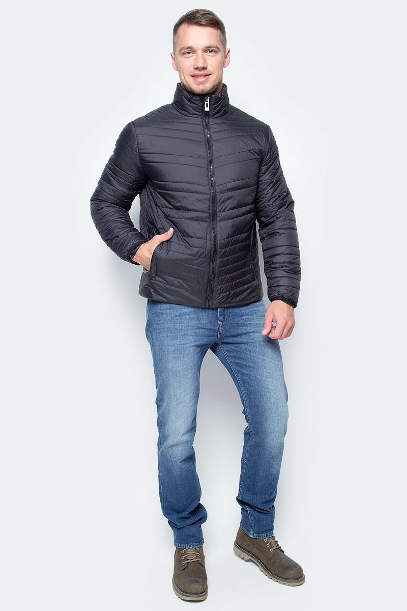 Куртка мужская Baon, цвет: черный. B537522_Black. Размер L (50)B537522_BlackСтильное решение для вашего осеннего гардероба - куртка от Baon с наклонной простежкой. Модель застегивается на молнию. По бокам расположены карманы с молниями, внутри потайной карман на молнии и потайной карман с пуговицей. Объем нижней части изделия регулируется при помощи кулиски с утяжкой. Манжеты изделия эластично присборены, за счет чего создается преграда для холода и ветра.