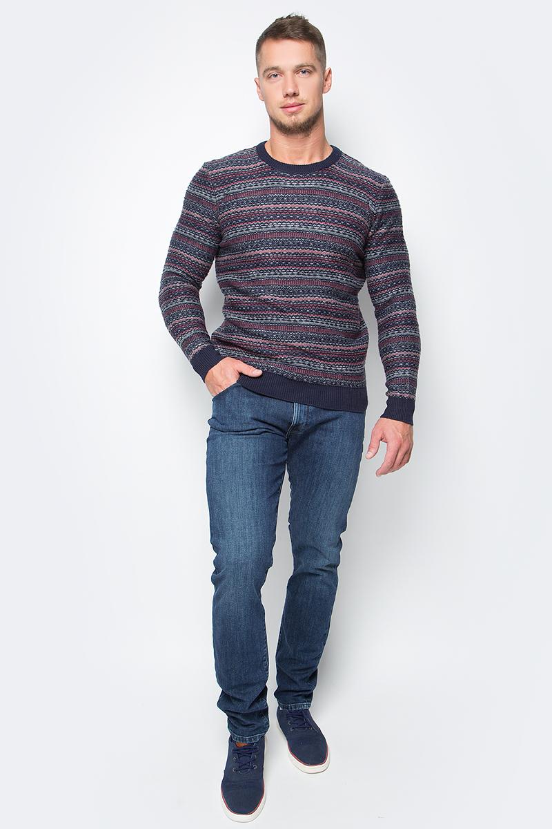 Джинсы мужские Wrangler Larston, цвет: синий. W18SXG96H. Размер 36-34 (52-34)W18SXG96HМужские джинсы Wrangler станут отличным дополнением к вашему гардеробу. Джинсы выполнены из эластичного хлопка. Изделие мягкое и приятное на ощупь, не сковывает движения и позволяет коже дышать.Модель на поясе застегивается на металлическую пуговицу и ширинку на металлической застежке-молнии, а также предусмотрены шлевки для ремня. Модель имеет классический пятикарманный крой: спереди расположены два втачных кармана и один маленький кармашек, а сзади - два накладных кармана.Современный дизайн, отличное качество и расцветка делают эти джинсы модным, стильным и практичным предметом мужской одежды. Такая модель подарит вам комфорт в течение всего дня.