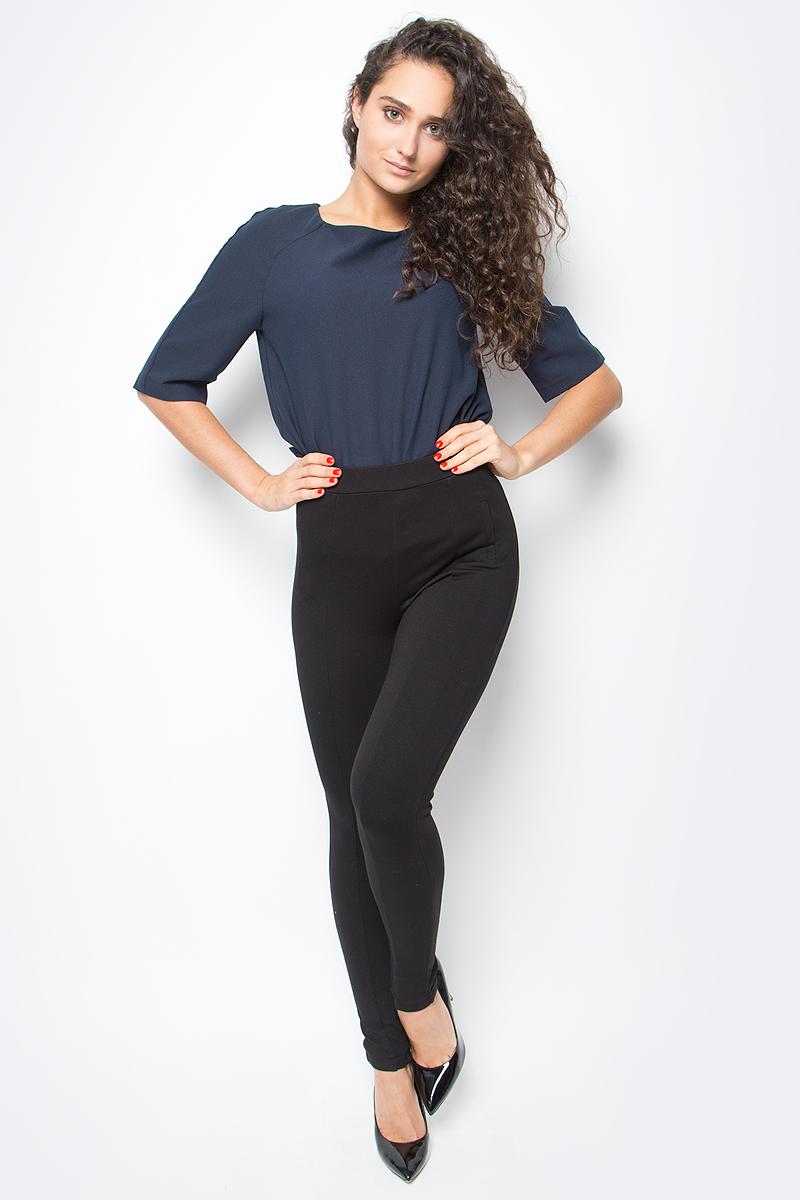 Леггинсы женские Baon, цвет: черный. B487503_Black. Размер XS (42)B487503_BlackЛеггинсы от Baon из плотного трикотажа - универсальная модель для вашего повседневного гардероба. Нижние части штанин дополнены молниями. Эластичный пояс имеет вставку-резинку. Боковые карманы - ложные. Вертикальные швы, украшающие изделие, визуально вытянут силуэт и сделают его стройнее.