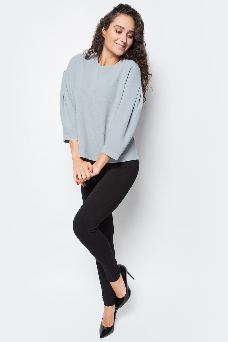 Блузка женская Baon, цвет: серый. B177542_Smoky. Размер L (48)B177542_SmokyУкрасьте свой гардероб по-настоящему модной и эффектной вещью! Эта блузка от Baon поможет вам проявить свой оригинальный стиль. Изделие выполнено из фактурного трикотажа. На спине расположена застежка-молния. Блузка имеет прямой крой и заниженные линии пройм, вдоль которых заложены складки рукавов-буф.