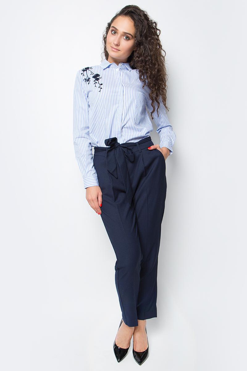 Брюки женские Baon, цвет: темно-синий. B297514_Dark Navy. Размер S (44)B297514_Dark NavyЭлегантные женские брюки от Baon со стрелками выполнены из высококачественного материала с добавлением вискозы. Модель галифе укороченного кроя в поясе застегивается на брючный крючок и имеет ширинку на молнии, дополнена широким пояском. Брюки по бокам дополнены втачными карманами со скошенными краями, сзади – ложными карманами.