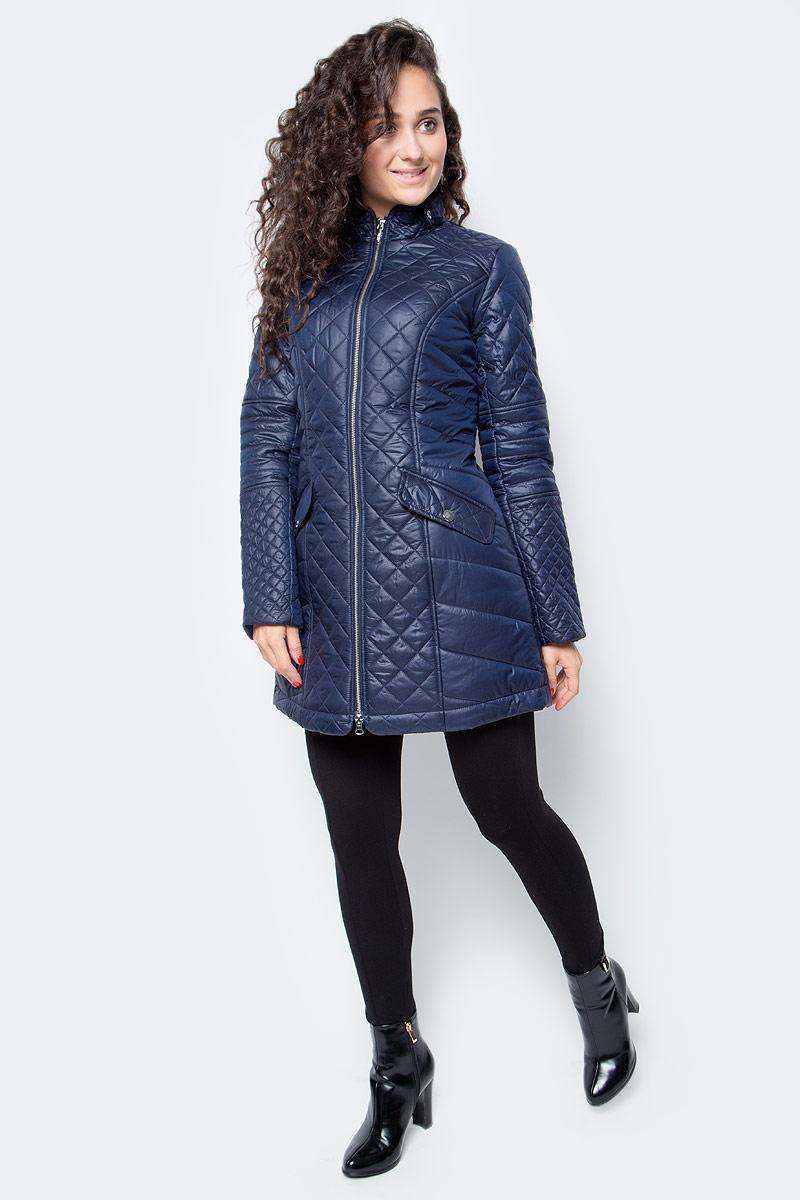 Куртка женская Baon, цвет: синий. B037535_Dark Navy. Размер S (44)B037535_Dark NavyСтильная удлиненная куртка от Baon - отличный вариант для осенней погоды. Модель имеет приталенный силуэт, который, в сочетании с простежкой разных форм и размеров, выгодно подчеркивает фигуру. Куртка застегивается на молнию. Воротник-стойка декорирован клапаном с кнопками. Манжеты изделия дополнены молниями. По бокам расположены карманы с застежками на кнопки.