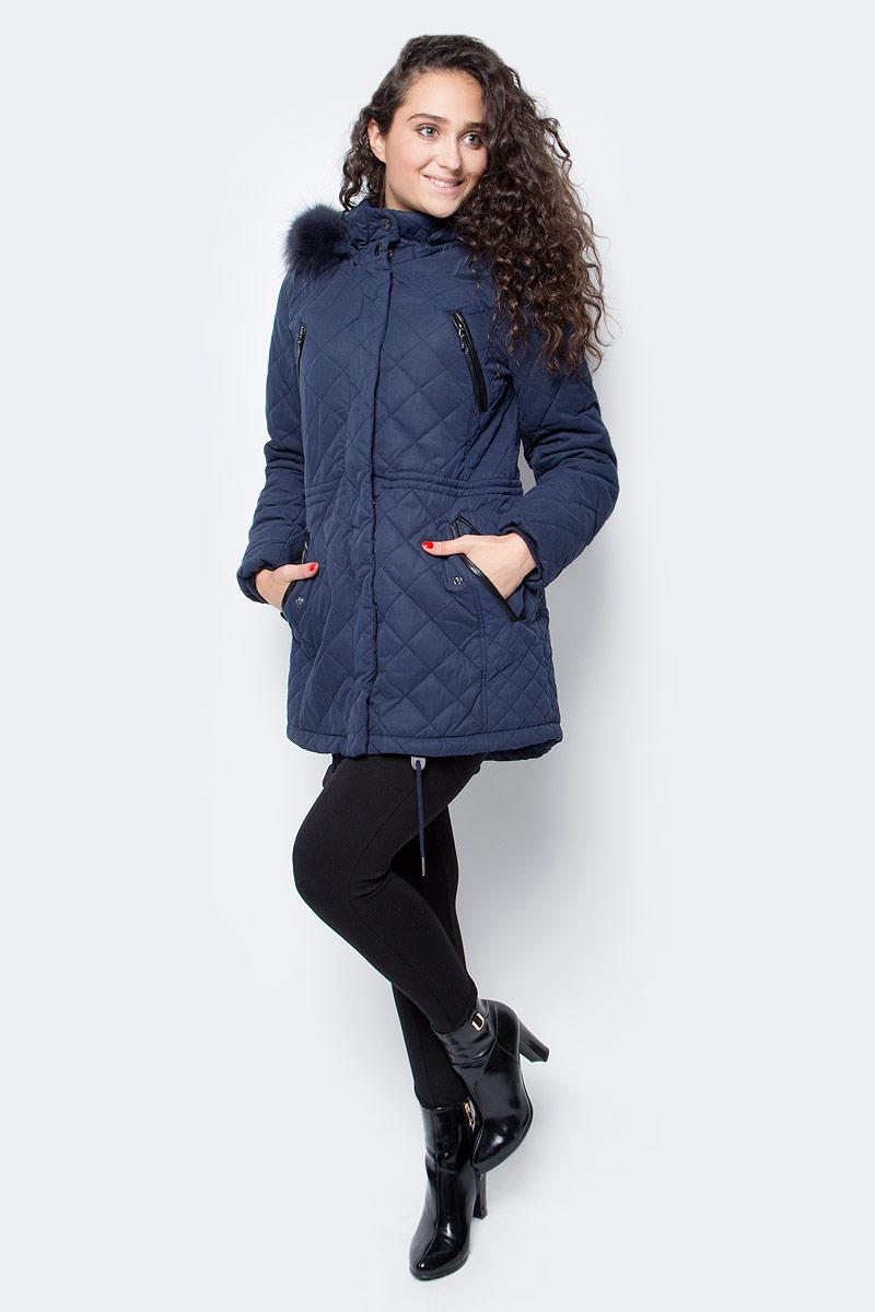 Куртка женская Baon, цвет: синий. B037528_Dark Navy. Размер XL (50)B037528_Dark NavyЖенская куртка от Baon выполнена из плотного текстиля на синтепоновом утеплителе. Модель приталенного кроя застегивается на молнию и имеет ветрозащитный клапан на кнопках. Куртка дополнена кулиской на талии, имеются боковые карманы на кнопках, нагрудные карманы на молнии. Рукава дополнены трикотажными манжетами. Съемный капюшон оторочен съемным натуральным мехом.