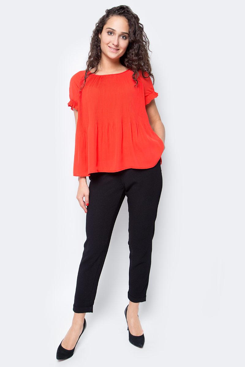 Блузка женская Vero Moda, цвет: красный. 10185884_Flame Scarlet. Размер XS (40/42)10185884_Flame ScarletБлузка женская Vero Moda с круглым вырезом горловины и короткими рукавами сзади завязывается на завязки.