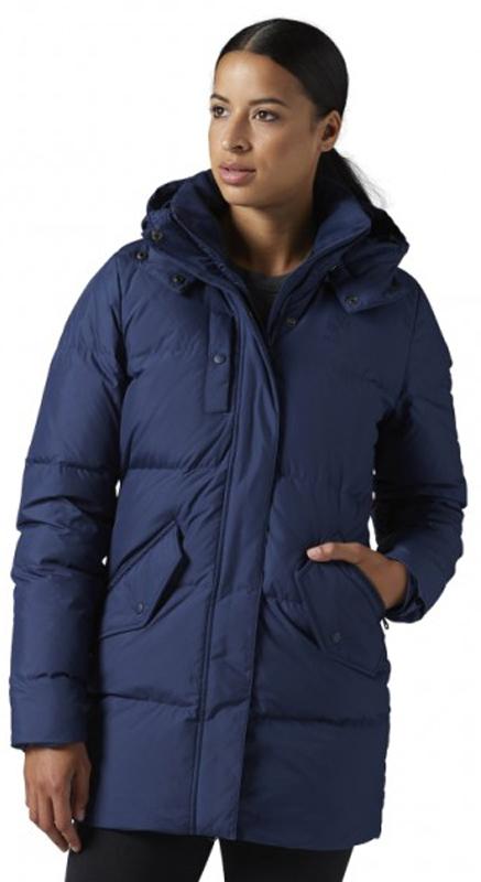 Пуховик жен Reebok F Down Long, цвет: темно-синий. BS3515. Размер M (46/48)BS3515Синтетический наполнитель в капюшонеУтепленные карманы с наполнителемОсновной наполнитель 55% пух / 45% перо