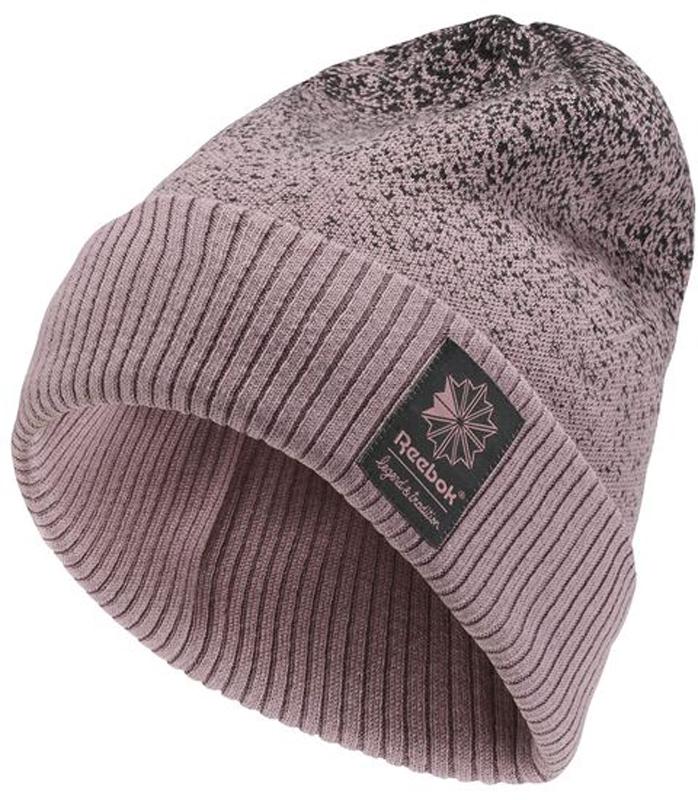 Шапка Reebok Cl Zoku Beanie, цвет: сиреневый. CE0767. Размер 58/60CE0767Чтобы согреться, не нужно жертвовать стилем. И эта шапка – яркое тому доказательство. Благодаря окантовке в рубчик и мягкой подкладке шапка хорошо сидит на голове, а градиентная расцветка сделает любой образ ярким и эффектным. Отлично сочетается с жилетом или курткой из классической коллекции Reebok.Материал: 55% полиакрил / 45% хлопок, мягкая жаккардовая тканьОсобенность: окантовка в рубчик для плотной посадкиИдеально для зимыПлавный переход цветов выглядит эффектноОкантовка в рубчик и подкладка для комфортной посадки