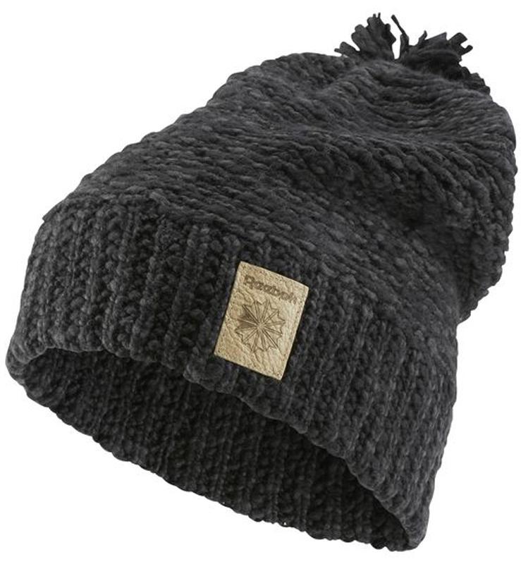 Шапка жен Reebok Cl Womens Beanie, цвет: черный. CE0735. Размер 56/57CE0735Эта стильная шапка прекрасно завершит непринужденный образ. Большой помпон, отворот и кожаный классический логотип дополняют продуманный стиль.Идеально для создания стильного образа на каждый день и холодной погоды.Плотная посадка благодаря отвороту в рубчикТисненый кожаный логотипОбъемный помпонМатериал: 100% хлопок