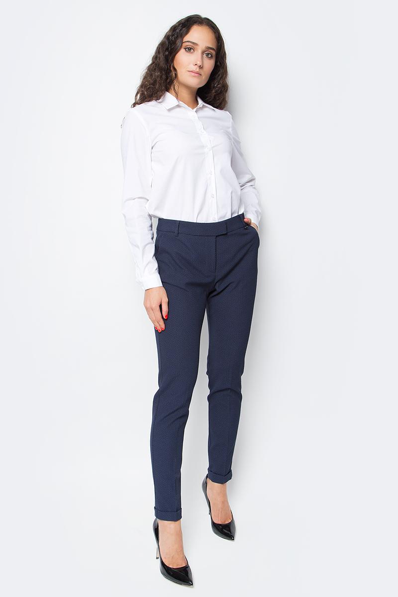 Блузка женская Baon, цвет: белый. B177520_White. Размер M (46)B177520_WhiteСекрет элегантного делового образа кроется в лаконичности его составляющих. Эта блузка от Baon станет отличной основой для создания делового аутфита. Изделие выполнено из полотна с легким эффектом стрейч. Блузка имеет прямой крой и удлиненную спинку. Спереди расположена застежка на пуговицы.