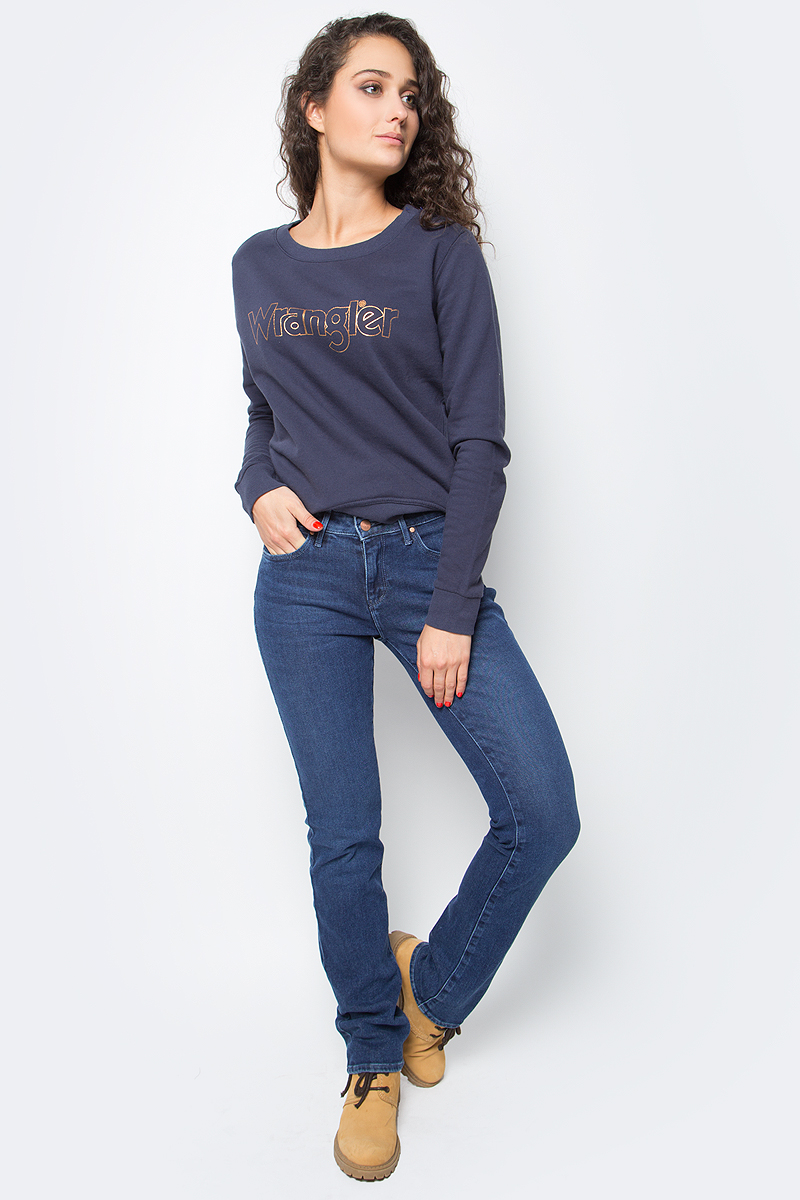 Джинсы женские Wrangler Body Bespoke, цвет: синий. W28T7099A. Размер 28-30 (44-30)W28T7099AЖенские джинсы Wrangler станут отличным дополнением к вашему гардеробу. Джинсы выполнены из эластичного хлопка. Изделие мягкое и приятное на ощупь, не сковывает движения и позволяет коже дышать.Модель прямого кроя на поясе застегивается на металлическую пуговицу и ширинку на металлической застежке-молнии, а также предусмотрены шлевки для ремня. Модель имеет классический пятикарманный крой: спереди расположены два втачных кармана и один маленький кармашек, а сзади - два накладных кармана.Современный дизайн, отличное качество и расцветка делают эти джинсы модным, стильным и практичным предметом мужской одежды. Такая модель подарит вам комфорт в течение всего дня.