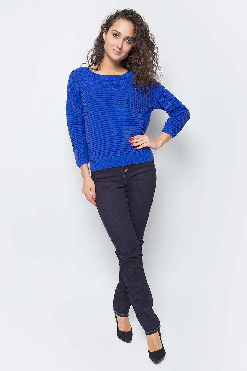 Джемпер женский Wrangler, цвет: синий. W8090PH6U. Размер XS (40)W8090PH6UЖенский объемный джемпер от Wrangler выполнен из натурального хлопка. Модель с круглым вырезом горловины и рукавами 3/4 со спущенным плечом имеет удлиненную спинку.