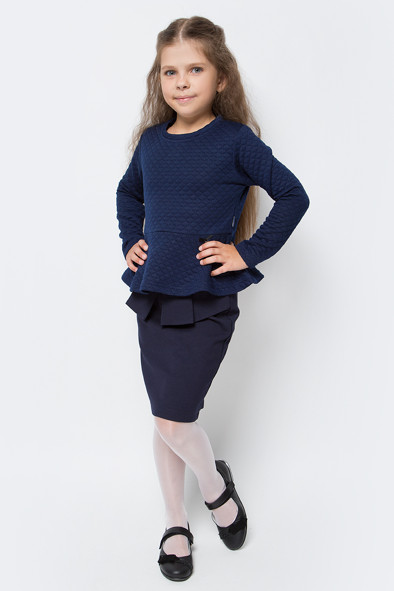 Джемпер для девочки Luminoso, цвет: темно-синий. 728107. Размер 140728107Джемпер для девочки Luminoso выполнен из хлопка с добавлением полиэстера. Модель имеет длинные рукава и круглый вырез горловины. Изделие декорировано стежкой и баской, низ дополнен бантиком с подвеской.