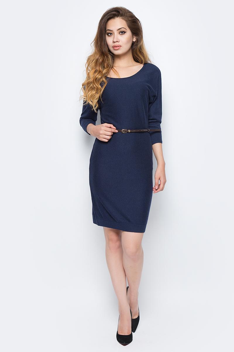 Платье Sela, цвет: синий. DSw-117/1165-7422. Размер M (46)DSw-117/1165-7422Стильное платье от Sela выполнено из высококачественного материала с добавлением шерсти. Модель полуприлегающего силуэта с рукавами летучая мышь длиной 3/4 на спине застегивается на пуговицу. На талии платье дополнено тонким ремешком из искусственной кожи.
