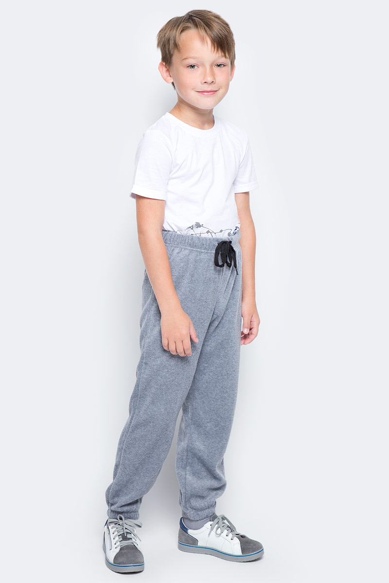 Брюки спортивные для мальчика PlayToday, цвет: серый. 370005. Размер 122370005Спортивные брюки PlayToday выполнены из полиэстера. Пояс модели на широкой удобной резинке, не сдавливающей живот ребенка, дополнен регулируемым шнуром-кулиской.