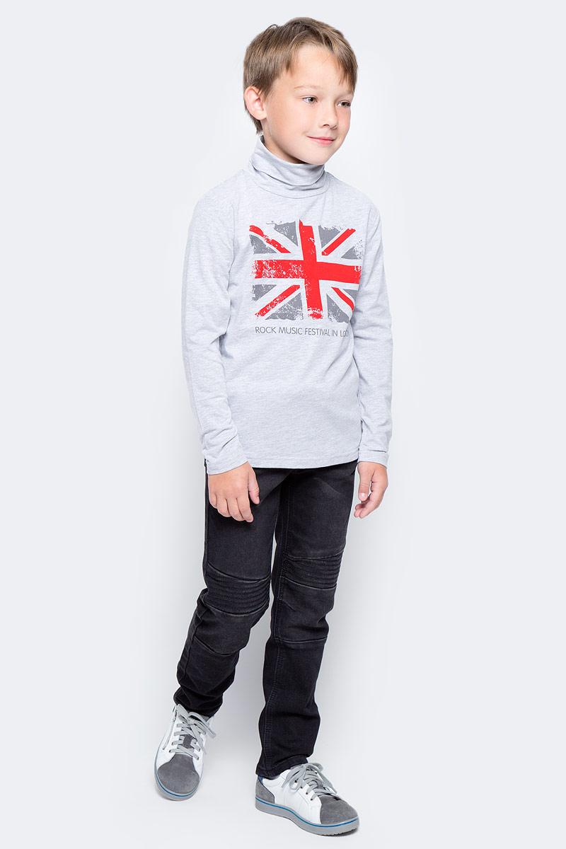 Водолазка для мальчика PlayToday, цвет: серый, красный. 371019. Размер 104371019Водолазка PlayToday выполнена из эластичного хлопка. Модель с длинными рукавами и воротником-гольф имеет свободный крой, который не сковывает движений. Модель декорирована ярким принтом.