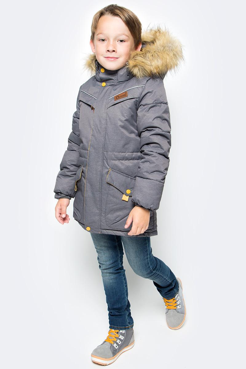 Куртка для мальчика Oldos Жан, цвет: графитовый. 1O7JK00. Размер 140, 10 лет1O7JK00Куртка для мальчика Oldos Жан идеально подойдет для вашего ребенка в холодное время года. Модель изготовлена из водонепроницаемой и ветрозащитной ткани. Водо- и грязеотталкивающее покрытие Teflon повышает износостойкость изделия, что обеспечит ей хороший внешний вид на всем протяжении носки. Благодаря пропитке грязь не проникает в ткань, и ее легко смыть под струей воды или стереть влажной салфеткой. Куртка рассчитана на температуру от 0°С до -35°С. Современный утеплитель - искусственный лебяжий пух: легкий, как натуральный, отлично сохраняет тепло, не впитывает влагу, сохраняет и быстро восстанавливает объем, гипоаллергенен.Куртка с капюшоном и небольшим воротником-стойкой застегивается на застежку-молнию и дополнительно имеет двойную ветрозащитную планку с защитой подбородка. Подкладка курточки (кроме рукавов) выполнена из теплого мягкого флиса. Капюшон, присборенный по бокам на резинки, пристегивается с помощью застежки-молнии и застежек-кнопок. Меховая опушка отстегивается. Внутренние саморегулирующиеся трикотажные манжеты надежно защитят от непогоды. С внутренней стороны куртки предусмотрена регулируемая утяжка по талии. Спереди модель дополнена двумя накладными карманами, закрывающимися клапанами на кнопках, и двумя прорезными карманами на молнии. Внутри находится имеется нашивка для заполнения данных владельца.Светоотражающие элементы не оставят вашего ребенка незамеченным в темное время суток. Теплая, комфортная и практичная куртка идеально подойдет для прогулок и игр на свежем воздухе!