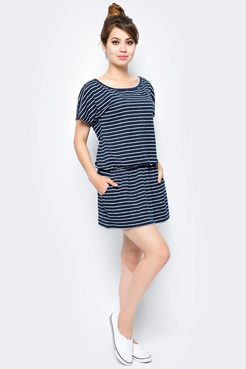 Платье Jack Wolfskin Travel Striped Dress, цвет: темно-синий, белый. 1504061-7819. Размер S (44)1504061-7819Платье Travel Striped Dress изготовлено из полиэстера с добавлением эластана. Ткань мягкая, легкая, приятная на ощупь и дышащая. Если вы вдруг попадете под дождь, ткань высохнет практически мгновенно, кроме того, специальная обработка позволяет уменьшить образование неприятных запахов. Модель имеет свободный крой, круглый вырез горловины и цельнокроеный рукав. На талии предусмотрена резинка, а сбоку расположены вшитые карманы. Модель дополнена принтом в полоску. Такое платье идеально подходит для путешествий в жаркие страны и повседневной носки в летний сезон.