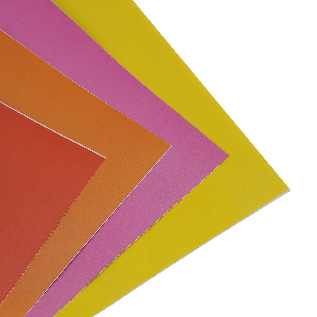 Цветная бумага Hello Kitty. Elvis позволит вашему ребенку создавать всевозможные аппликации и поделки.Набор состоит из 16 листов, скрепленных скобами. Обложка изготовлена из плотного картона с изображением Hello Kitty.Создание поделок из цветной бумаги поможет ребенку в развитии творческих способностей, кроме того, это увлекательный досуг.