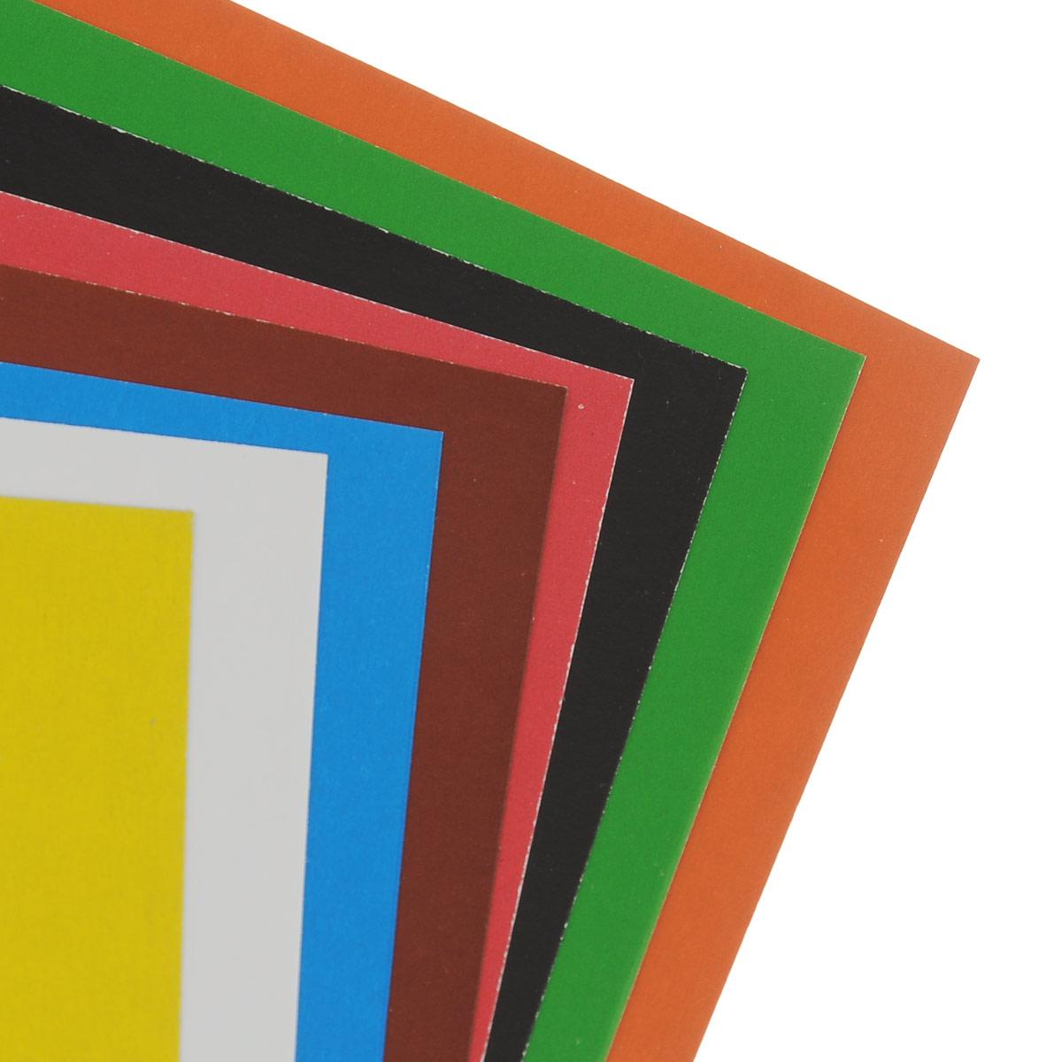 Набор цветного картона Action!: Strawberry Shortcake позволит создавать всевозможные аппликации и поделки. Набор включает 16 листов одностороннего цветного картона формата А4. Цвета: желтый, красный, зеленый, синий, оранжевый, белый, коричневый черный.  Создание поделок из цветного картона позволяет ребенку развивать творческие способности, кроме того, это увлекательный досуг. Набор упакован в картонную папку с изображением Strawberry Shortcake