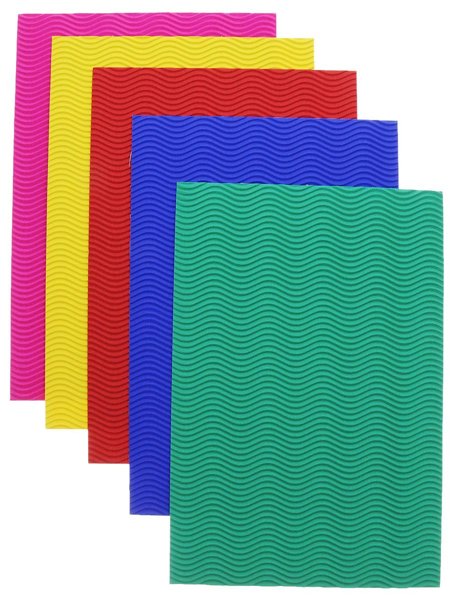 Цветной гофрированный картон Апплика Цветные узоры формата А4 идеально подходит для детского творчества: создания аппликаций, оригами и многого другого.    В упаковке 5 листов гофрированного картона 5 разных цветов. Форма текстуры - волна.  Детские аппликации из цветного картона - отличное занятие для развития творческих способностей и познавательной деятельности малыша, а также хороший способ самовыражения ребенка.    Рекомендуемый возраст: от 3 лет.