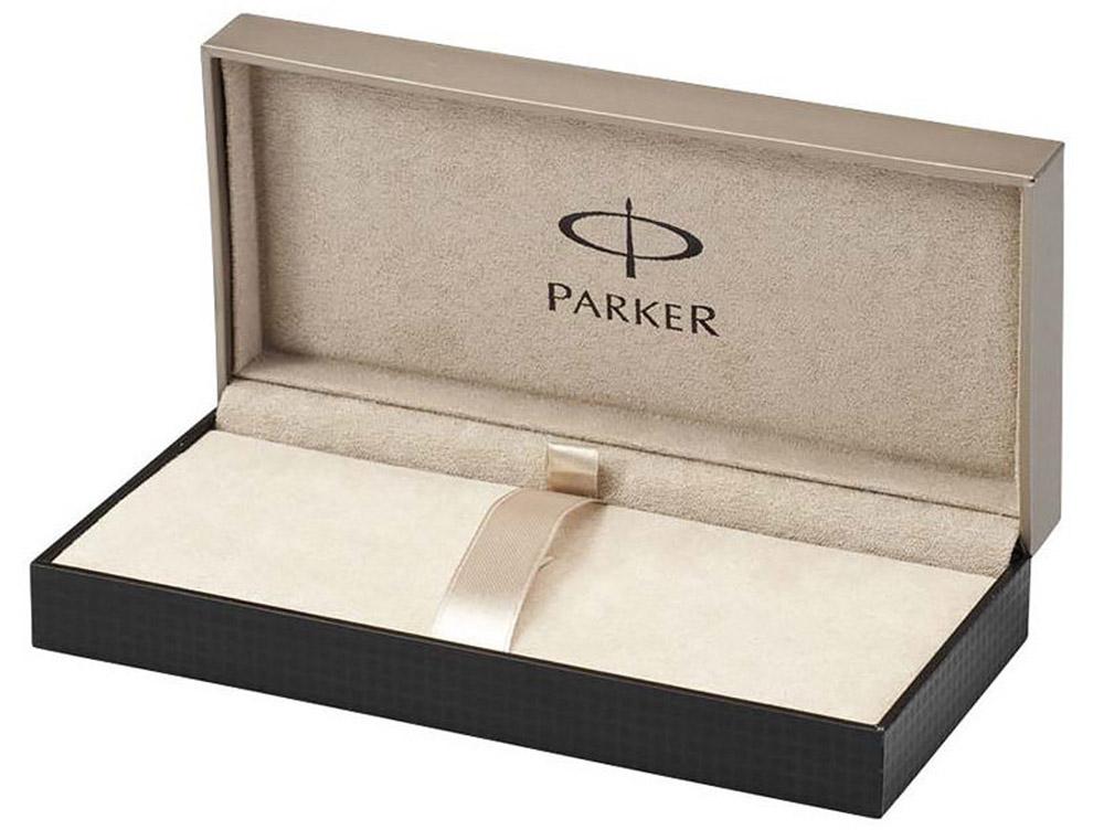 Ручка-роллер «Паркер Соннет Дарк Грей Джи Ти». Чернила черного цвета, линия письма – тонкая, в подарочной упаковке. Произведено во Франции.