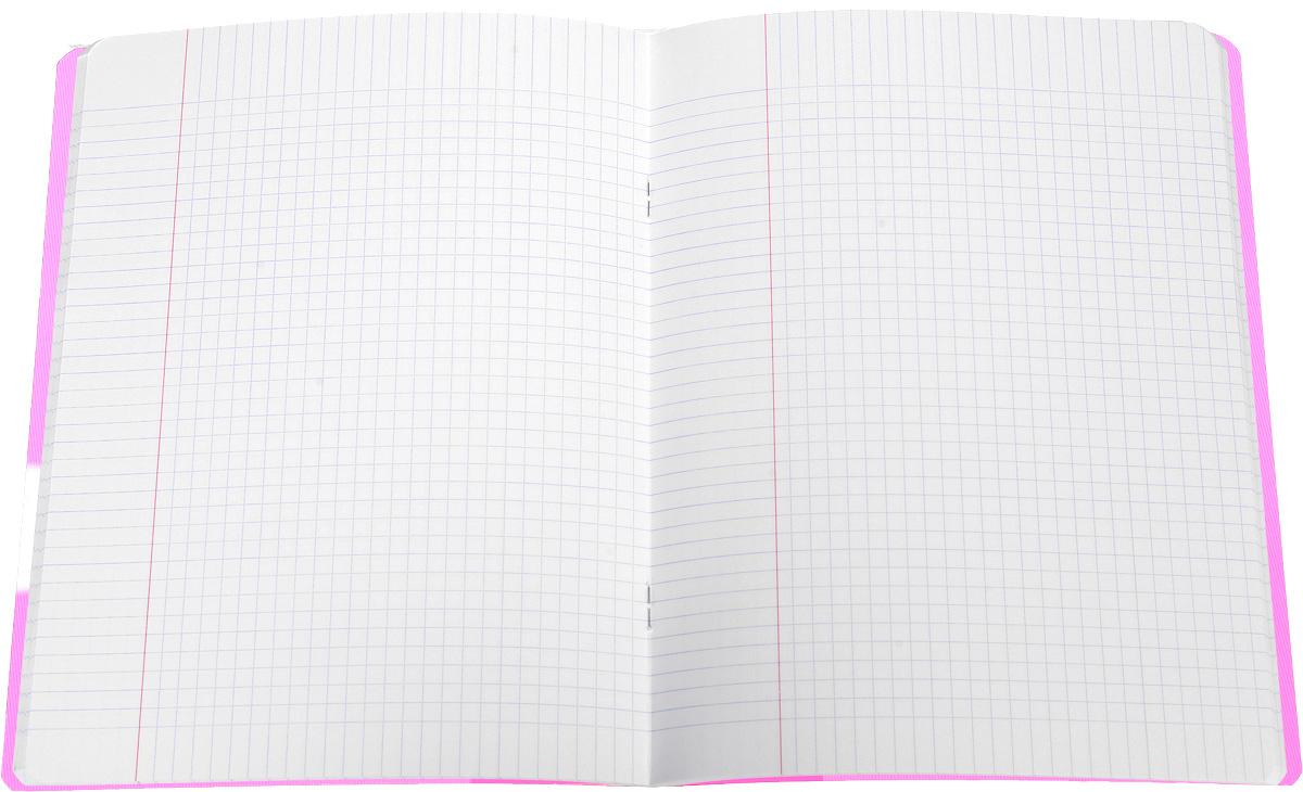 Красивая и практичная тетрадь Oxford Openflex отлично подойдет для офиса и учебы. Тетрадь формата А5 состоит из 48 белых листов с полями и четкой яркой линовкой в клетку. Обложка тетради выполнена из плотного полупрозрачного полипропилена и оформлена символом Оксфордского университета. Металлические скрепки надежно удерживают листы. Также тетрадь имеет скругленные углы и страничку для заполнения данных владельца.