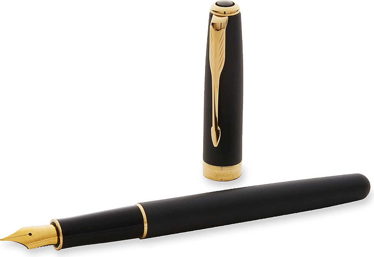 Sonnet - это ручка для людей, письмо для которых является любимым занятием. Линии стройного корпуса делают ее ценным приобретением. Это ручка для тех, кто способен оценить классическую уравновешенность и красоту. Для тех, кто испытывает наибольшее удовольствие от жизни в условиях комфорта, для людей, привыкших к роскоши. Серия Sonnet отличается тонкой гармонией, с которой в ней соединяются традиция и оригинальность.Выгравированный логотип Parker на декоративном позолоченном кольце.