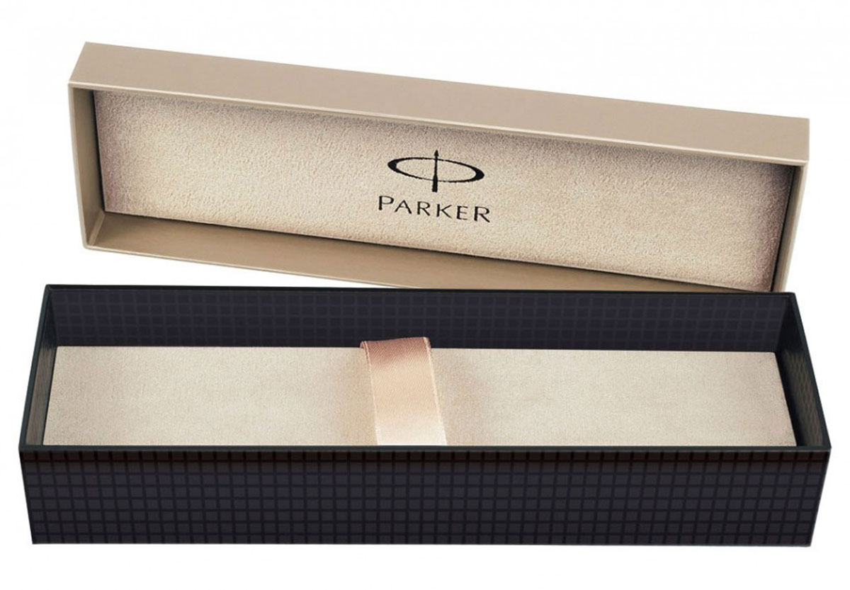 Ручка-роллер Parker Urban Premium Metallic Brown CT - идеальный инструмент для письма. Материал ручки - ювелирная латунь с покрытием лаком коричневого цвета, в отделке применяется гравировка в виде эксклюзивного орнамента из элегантных тонких линий, отдельные детали дизайна - черное лаковое покрытие. В ручке используются стандартные стержни-роллеры Parker, в комплект поставки не входит стержень. Данный пишущий инструмент поставляется в фирменной подарочной коробке, что делает его превосходным подарком. В комплекте также идет гарантийный талон с международной гарантией на 2 года.