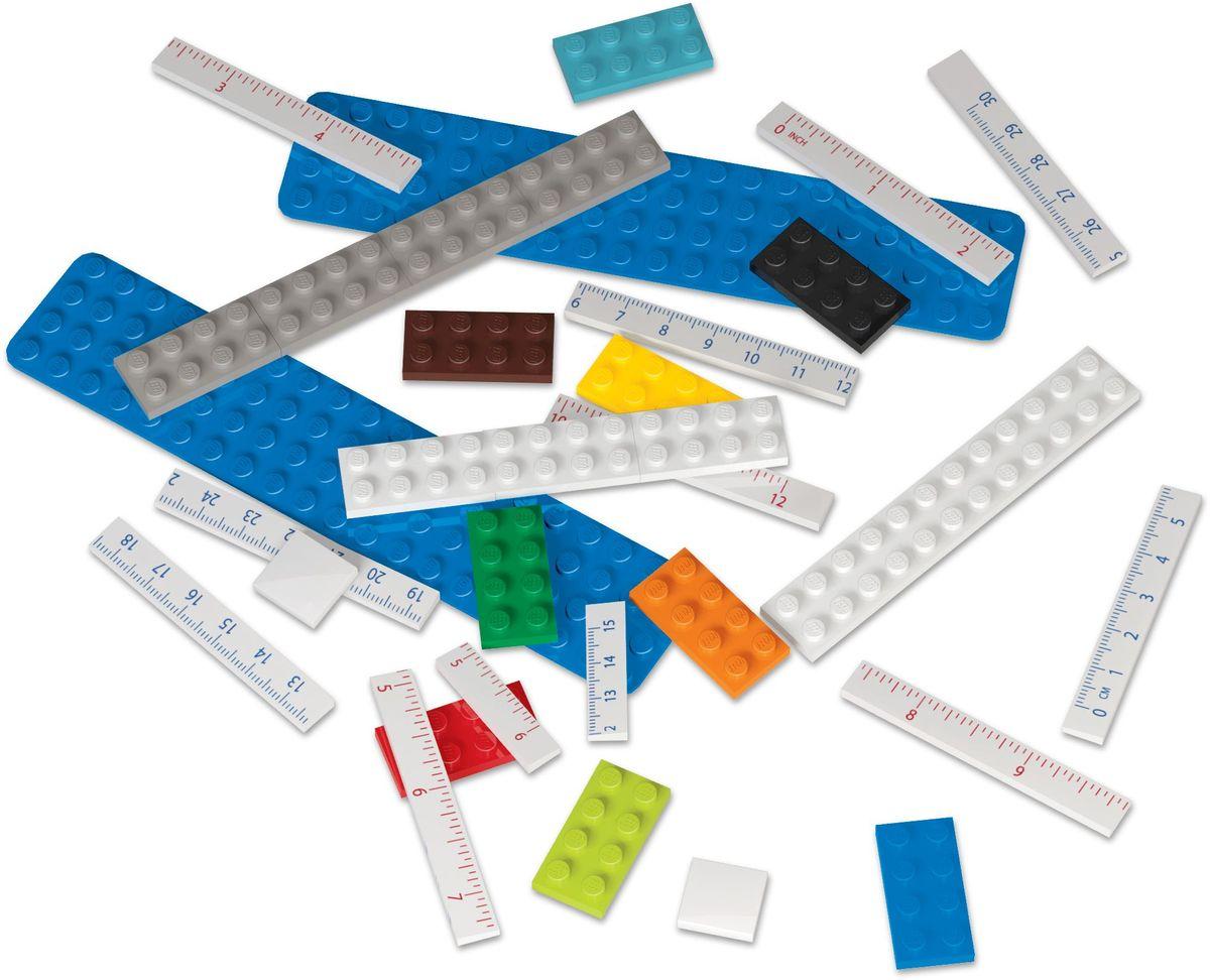Конструируемая линейка LEGO состоит из 28 деталей. Можно сделать мини линейку 15 см или собрать полную 30 см. С одной стороны сантиметровая шкала, с другой стороны шкала в дюймах. На линейку можно закрепить карандаш с насадкой, ластик, ручку, минифигуру, а также прикреплять линейку к книге для записей, органайзеру, пеналу. Все канцелярские принадлежности скрепляются друг с другом по принципу конструкторов LEGO.