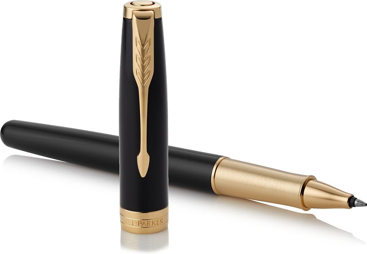 Коллекция Parker Sonnet отличается тонкой гармонией, с которой в ней соединяются традиция и оригинальность. Ее уникальность таится в умеренном стиле и классических формах. Это - идеальное сочетание уверенного знания и взвешенной мысли, необходимое во все времена.Зона захвата ручки выполнена из отполированной нержавеющей стали, покрытой золотом.
