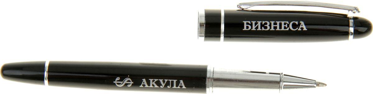 В современном темпе жизни без ручки никуда, и одними из важных критериев при ее выборе становятся внешний вид и практичность, ведь это не только письменная принадлежность, но и стильный аксессуар. Наша уникальная разработка Ручка капиллярная в подарочной упаковке Акула бизнеса объединила в себе классическую форму и оригинальный дизайн, а именно лаконичное сочетание черного и серебряного цвета с гравировкой для настоящих мужчин с сильным и волевым Я. Капиллярный тип стержня отличается не только структурой, но и удобством скольжения по бумаге при письме. Оригинальная коробочка, стилизованная под ретрошкатулку, закрывается на скрытую магнитную кнопку. Такой подарок понравится любому мужчине!