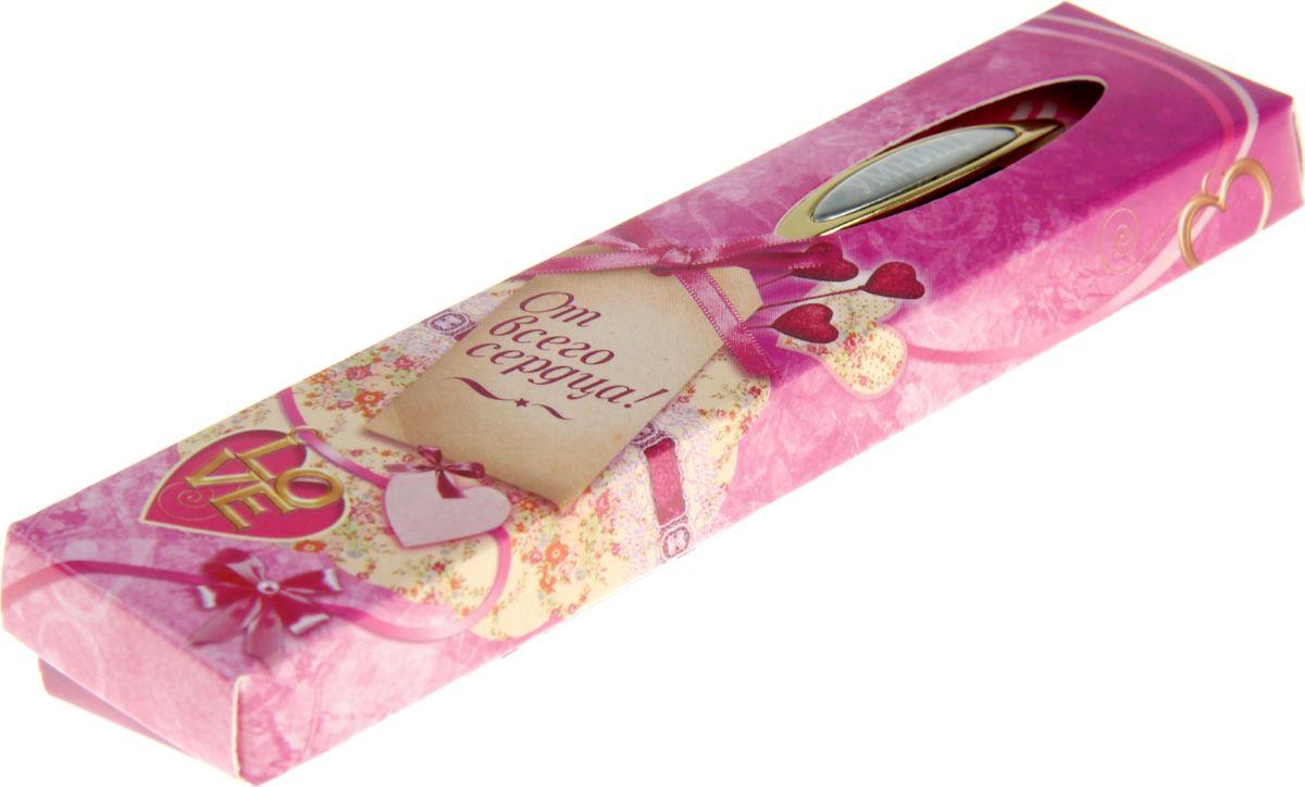Очаровательные подарки не обязательно должны быть большими. Порой, достаточно всего лишь письменной ручки. Она давно стала незаменимым аксессуаром, который должен быть в сумочке каждой девушки. Наша уникальная разработка Ручка сувенирная Умница, в коробке придется по вкусу любой ценительнице прекрасных и функциональных аксессуаров. Сочетая в себе два классических цвета – золотистый и серебряный, с эффектной гравировкой и удобным поворотным механизмом, она становится одним из лучших подарков по поводу и без.