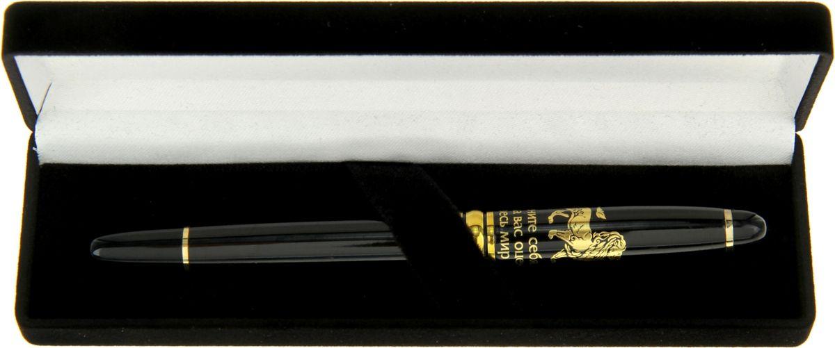 Ищите роскошный подарок, который еще и будет невероятно полезен его адресату? Тогда вы его нашли! - именно такой аксессуар, достойный лучших! Она станет незаменимым помощником в работе и личной жизни, а ее шикарный внешний вид будет дарить особое удовольствие при каждом использовании и подчеркнет безупречный вкус ее обладателя. Элегантная шариковая ручка выполнена в лакированном металлическом корпусе, украшенном золотистыми декоративными элементами. Создавая сувенир, специалисты нашей компании продумали каждую деталь, чтобы вы могли с удовольствием пользоваться этим шедевром. Уникальный дизайн, роскошное сочетание черного и золотого цветов, обтекаемая форма корпуса – все в этой ручке прекрасно. Она преподносится в бархатной подарочной коробке с фигурной металлической табличкой и душевными пожеланиями успеха во всех начинаниях. Станет отличным презентом деловому партнеру, коллеге, руководителю или близкому человеку, который тот с гордостью поставит на рабочий стол и будет пользоваться ей, а может быть хранить как памятный подарок.