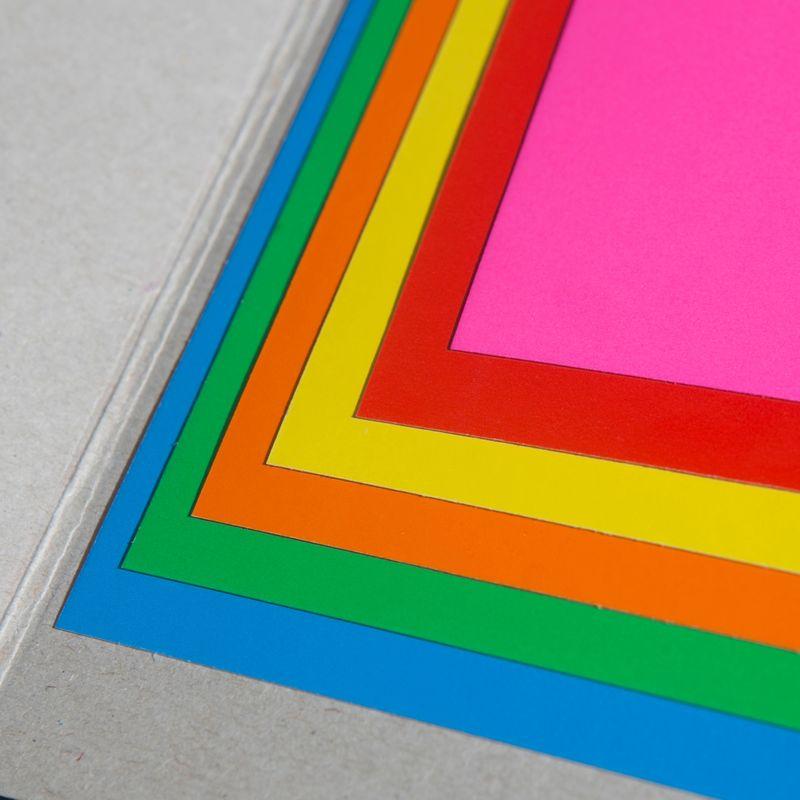 Картон цветной, 6 листов в наборе, 6 цветов. Формат А4. Мелованный. Двухсторонний.Набор цветного картона Страна чудес формата А4. В набор входит качественный, яркий достаточно плотный двухсторонний разноцветный картон. 6 листов. (6 цветов).Прекрасно подходит для аппликаций и поделок. Идеален для занятий в детском саду, школе и дома.