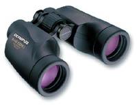 Olympus 8x42 EXPS IV501013EE000Бинокль EXPS I относится к классу профессиональных и идеален для астрономических наблюдений и наблюдений за дикой природой. Отличительными особенностями являются: высококачественные призмы Порро из оптического стекла BaK-4, система полностью стеклянных линз, защита от ультрафиолетовых лучей, линзы с многослойным просветлением, асферические линзы, встроенная диоптрическая коррекция.Тип: Бинокль с призмой Порро.Увеличение: 8х.Диаметр средней линзы: 42 мм.Диаметр выходного зрачка: 5,3 мм.Реальный угол зрения: 6,5°.Видимый угол зрения: 52,0°.Поле обзора на 1000 м: 113,6 м.Максимальное расстояние от окуляра до глаз: 18,1 мм.Диапазон диоптрийной коррекции: Более ±2 m-1.Расстояние между оптическими осями окуляров: 60-70 мм.Относительная яркость: 27,6.Минимальная фокусировка: 5 м.Ширина (максимальная): 187 мм.Высота: 130 мм.Толщина: 57 мм.Вес: 780 г.Покрытие линз: Многослойное, защита от ультрафиолетовых лучей.Оптическая конструкция: 7 элементов в 5 группах.Особенности: большое допустимое расстояние от окуляра до глаз,высококачественные призмы BaK4,экологически чистые стекла.