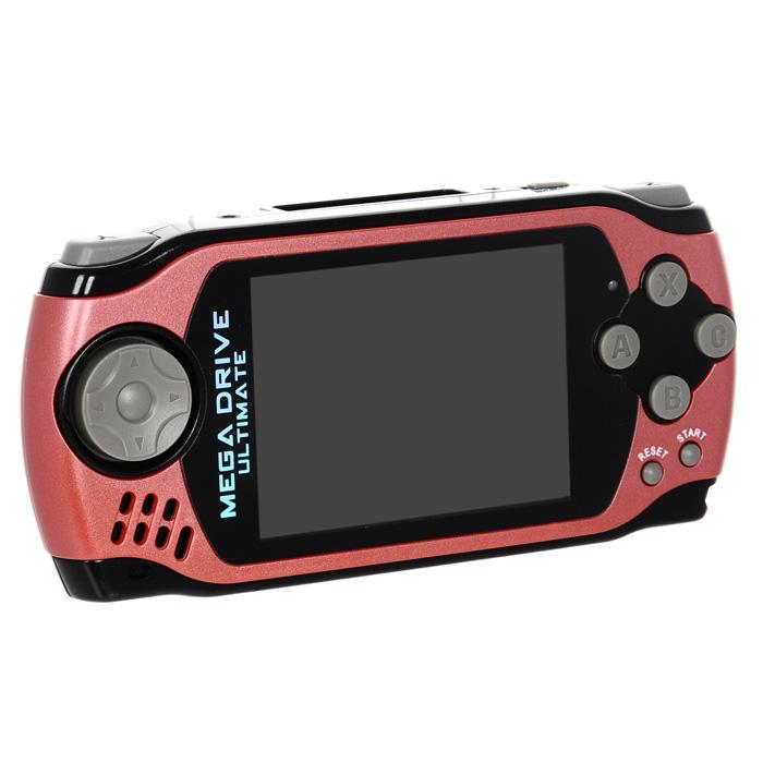 Портативная игровая приставка MegaDrive Ultimate (красная)VG-1626Суперновинкаиз серии MegaDrive Portable называется Ultimateв честь культовых игрс одноименным названием. Трехдюймовый экран в новом корпусе, 6 кнопок управления, долгоиграющий аккумулятор и больший ассортимент игр - что еще надо настоящему игроку?Современный дизайн корпуса из специального пластика, прорезиненное покрытие. Эргономичная форма корпуса. Трехдюймовый экран с потрясающей яркостью и контрастностью, сделанный по технологии CSTN,(Color Super Twist Nematic) с разрешением 960х240 точек. Устройство имеет 6 кнопок управления, кнопки Y и Z расположены сверху, как в современных контроллерах для максимального удобства при игре.Подключение наушников позволит вам наслаждаться игрой с псевдостерео звучанием. Использованиесамого популярного разъема позволит вам подобрать любые наушники или воспользоваться наушниками из комплекта. Встроенный динамикобеспечит качественное, громкое звучание, и звуки баталий будут отчетливо слышны не только вам, но и окружающей компании.Встроенный аккумулятор обеспечит продолжительность работы консоли от одной зарядки более 10 часов. Возможность подключения к телевизору позволит проходить игры на большом экране и навсегда забыть о стационарных консолях огромных размеров.Игровая коллекция не оставит равнодушными как старых геймеров, так и новых игроков, потому что в ней собраны все лучшие игры на любой вкус и цвет. Выход новых игр по современным мультфильмам позволит увидеть ваших любимых героев на экране MegaDrive.