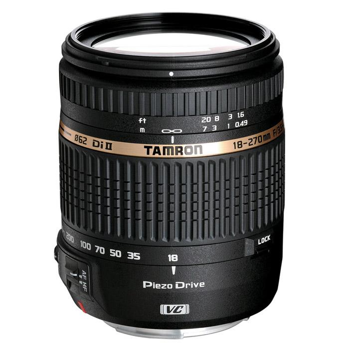 Tamron AF 18-270/3.5-6.3 Di II VC PZD, NikonB008NTamron AF 18-270 mm f/3.5-6.3 Di II VC PZD (Model B008) — самый легкий и компактный в мире объектив с 15-кратным увеличением и первым приводом PZD (Piezo Drive) от Tamron с автофокусировкой.Объектив, так же как и его предшественник, имеет 15-ти кратный зум. Это является на сегодняшний день, абсолютным рекордом, среди объективов для цифровых зеркальных камер. При этом размеры новой модели уменьшились примерно на 24%, а вес сократился до 450 гр. Так, что теперь объектив AF 18-270mm F/3.5-6.3 Di II VC PZD еще и самый легкий в своем классе.Существенного снижения размеров и веса объектива удалось достичь, благодаря применению ряда оригинальных технических решений, собственной разработки. В качестве привода автофокуса впервые был применен новый тип пьезоэлектрического двигателя (PZD). В отличие от кольцевых пьезодвигателей, привод PZD обладает заметно меньшими размерами, при сохранении высокой скорости работы, плавности хода и низкого уровня шума. Так, что объектив AF 18-270mm F/3.5-6.3 Di II VC PZD можно без проблем использовать в любых ситуациях требующих высокой скорости фокусировки и соблюдения тишины.Была существенно модернизирована и система компенсации вибрации (VC). В первоначальном варианте блока стабилизации, магниты системы управления находились непосредственно на самом подвижном компенсирующем узле. В новой версии блока стабилизации на подвижном узле установлены легкие катушки, а более тяжелые магниты закреплены на основании объектива. Это позволило уменьшить вес и габариты провода стабилизатора и как следствие всего объектива. Эффективность компенсации вибрации осталось на прежнем уровне и составляет 4 ступени.Благодаря использованию в оптической схеме высококачественныхасферических линз и элементов LD (с низкой дисперсией) объектив получился очень компактным, с минимальными аберрациями по всему диапазону фокусных расстояний.Компактные размеры, небольшой вес и быстрый автофокус, делают объектив Tamron AF 18-270