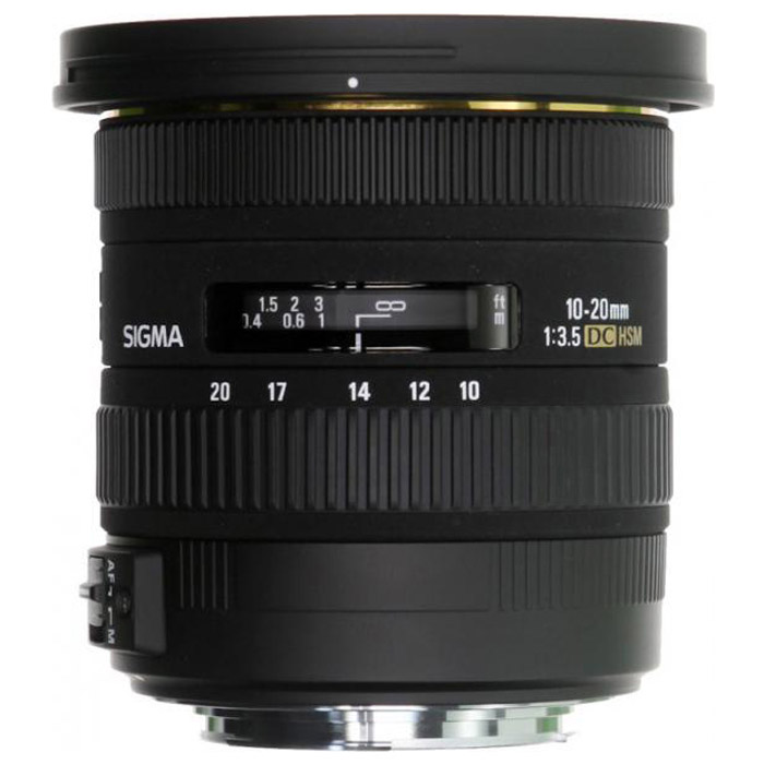 Sigma AF 10-20mm F3.5 EX DC HSM, Sony311955Двукратный сверхширокоугольный объектив Sigma AF 10-20 mm F/3.5 EX DC HSM открывает отличные возможности широкоугольной съемки как в помещении, так и на открытом воздухе. Даже с учетом кроп-фактора его диапазон фокусных расстояний охватывает наиболее употребительные широкоугольные значения 15 – 30 мм. Высокая постоянная светосила дает возможность с удобством использовать объектив в пасмурную погоду или для съемки в помещении. Угол поля зрения изменяется в пределах 102,4° - 63,8° (в зависимости от исполнения), что позволяет получать преувеличенную перспективу и с успехом решать самые сложные творческие задачи. Объектив AF 10-20 mm F/3.5 EX DC HSM специально предназначен для использования с цифровыми камерами и формирует круг изображения, в точности соответствующий площади сенсора формата APS-C. Уменьшение круга изображения позволило сделать объектив более легким и компактным, благодаря чему AF 10-20 mm F/3.5 EX DC HSM сможет с удобством отправиться со своим владельцем в любую поездку или путешествие. Объектив принадлежит к линейке профессиональной оптики Sigma EX, поэтому весьма надежен в эксплуатации и имеет очень прочную конструкцию.Используемые технологииDC - Компактные и легкие объективы для цифровых камер.HSM - Ультразвуковой моторный привод (Hyper Sonic Motor) обеспечивает быструю и бесшумную фокусировку.