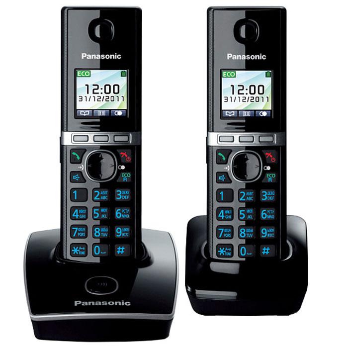 Panasonic KX-TG8052 RUB DECT телефонKX-TG8052RUBУникальность радиотелефону Panasonic KX-TG8052 придает функция резервного питания. Обычные DECT телефоны не работают при отключении электричества, а у Panasonic KX-TG8052 заряд аккумуляторов трубки сможет обеспечить временную работу базового блока. В радиотелефоне Panasonic KX-TG8052 сочетаются современный дизайн и множество разнообразных функций. Ключевым преимуществом DECT телефона Panasonic KX-TG8052 стала функция резервного питания базового блока от трубки (при отключении электроэнергии) и цветной TFT-дисплей. Радиотелефон Panasonic KX-TG8052RU выполнен в классическом белом цвете с соблюдением четких прямых линий. Трубка комфортно лежит в руке, а благодаря клавишам с голубой подсветкой и четкому TFT-дисплею набирать номер и изменять настройки телефона очень удобно. Меню радиотелефона Panasonic KX-TG8052RU полностью русифицировано, что существенно упрощает использование телефонной книги. Уникальность этому радиотелефону придает функция резервного питания. Обычные DECT телефоны не работают при отключении электричества, а заряд аккумуляторов трубки Panasonic KX-TG8052RU сможет обеспечить временную работу базового блока. Одна трубка должна оставаться на базовом блоке для подачи питания, а вторую трубку можно использовать для совершения звонков в обычном режиме. Память радиотелефона Panasonic KX-TG8052RU рассчитана на хранение 200 контактов в телефонной книге и 50 входящих вызовов в журнале. Базовый блок позволяет зарегистрировать до шести трубок, причем записи телефонной книги с одной из них могут быть скопированы на другие. DECT телефон Panasonic KX-TG8052RU обладает голосовым АОНом и Caller ID, повторным набором номера и полифоническими мелодиями звонка. В корпусе трубки Panasonic KX-TG8052RU предусмотрен разъем для гарнитуры, что будет удобно людям, часто и долго разговаривающим по телефону. Аккумулятор NiMHНочной режимЭко-режимЦветной TFT дисплейОднокнопочный наборСвязь между трубкамиФункция резервного питанияРазъе